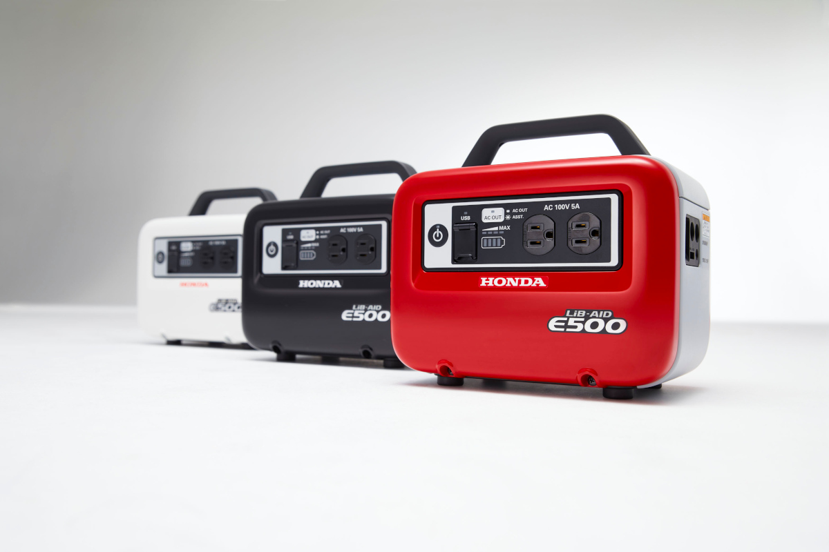 The LiB-AID E500 is a portable battery inverter power source. Its lithium-ion battery can be recharged from a wall socket or car accessory socket, making it a portable power source for indoor or outdoor use. (Image © Honda Power Products)