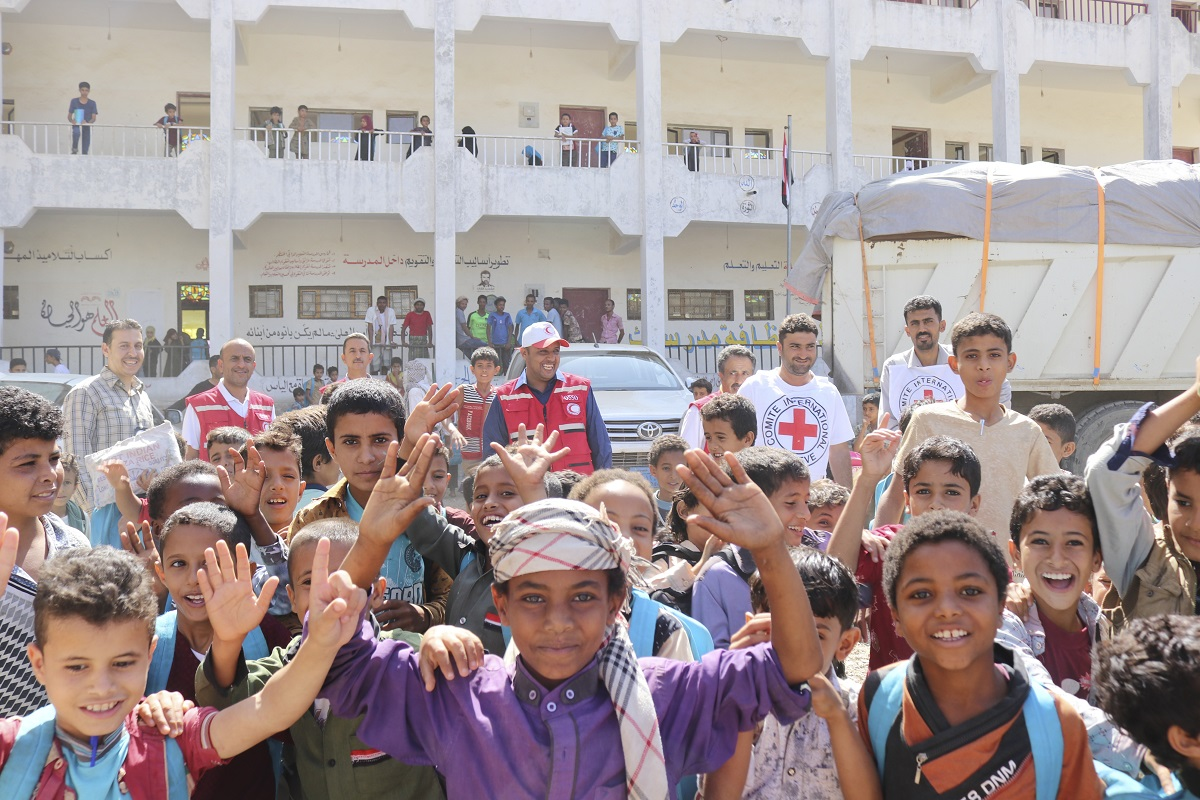 Children whose families were displaced from their homes in Hodeidah, Yemen, posed for a celebratory picture when Red Cross relief shipments arrived at the country's war-plagued port city during a December 2018 ceasefire. (Image © ICRC / Qusai Almoayed)