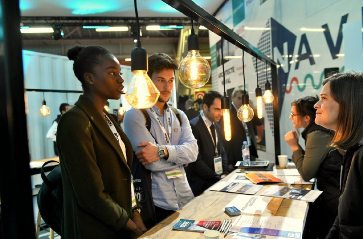 Employers meet with prospective future workers at the 2018 Euronaval exhibition. The Navire des Métiers is a new, special area at the exhibition for meetings between students, professionals and Euronaval partner institutions and is focused on promoting jobs in the naval industry in France. (Image © Campus des Industries Navales)