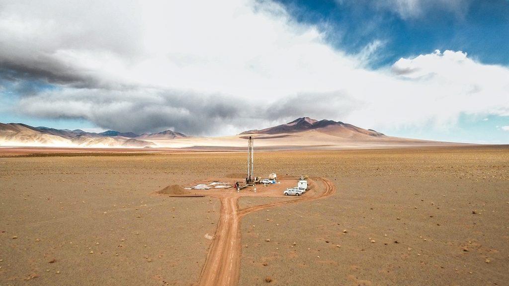 アルゼンチンにある、塩湖とも呼ばれる、地下からくみ上げた塩水を貯めておく場所。(画像 © ERAMET)